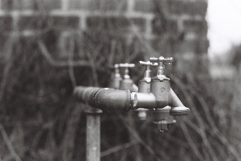 Scale-tap-black-and-white-baruth