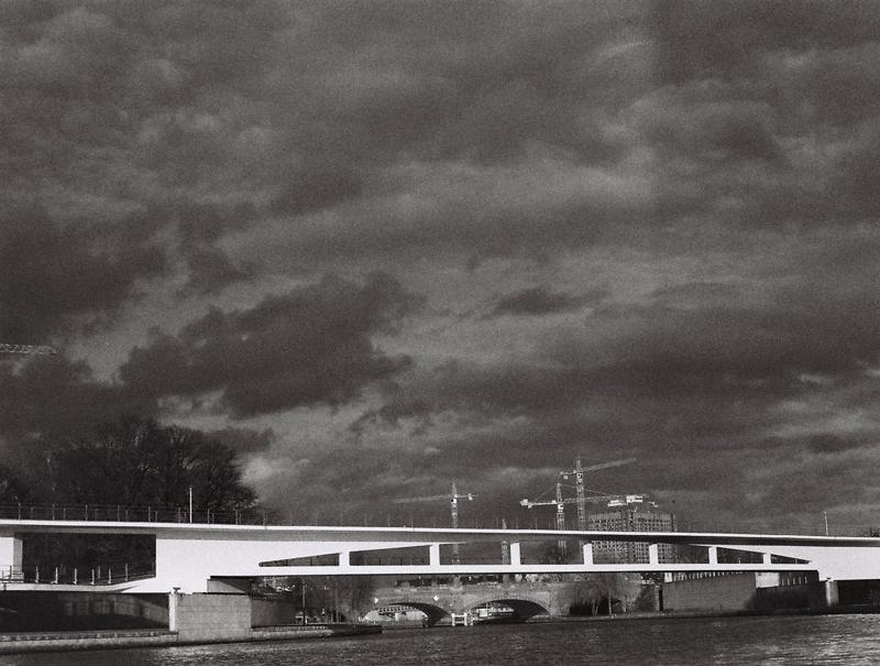 scale-berlin-central-station-cranes-river-spree-bridge-black-and-white