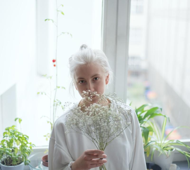 girl-on-an-island-white-hair-3