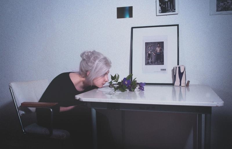 girl-on-an-island-white-hair-8